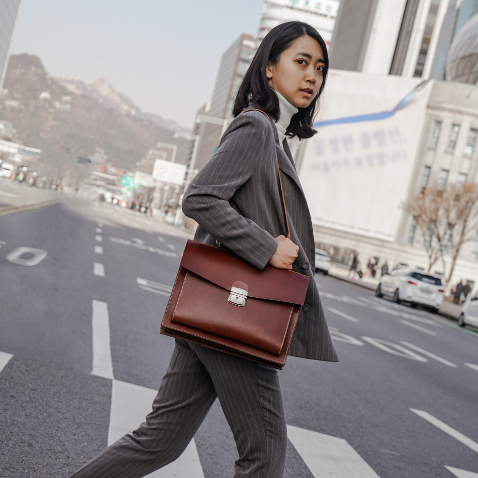 가죽공방 헤비츠 : Hevitz Classic square bag_over