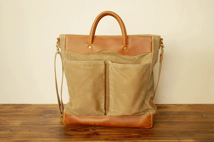 220 왁스캔버스 와이드 토트백Waxed Canvas Wide Tote Bag - Sand BrownWaxed Canvas, Oiled leather